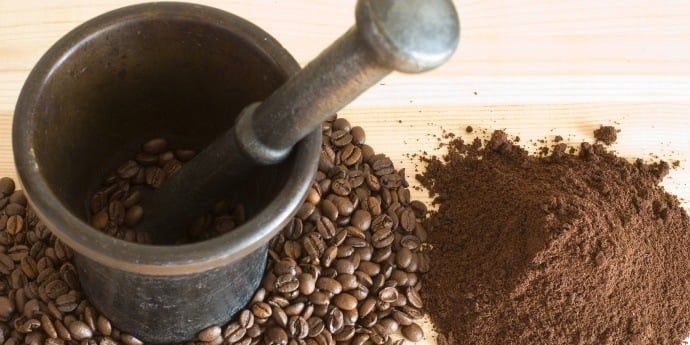 Mortar and pestle grinding coffee without a grinder