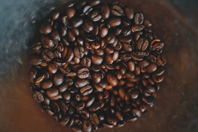 arabica coffe beans in a container
