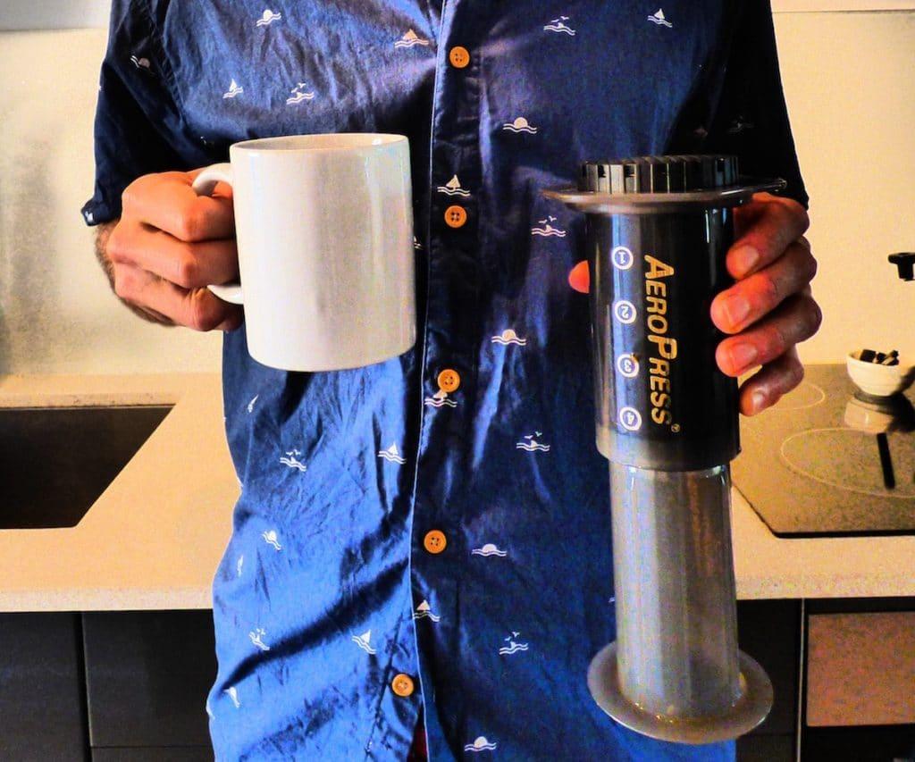 Holding mug and aeropress