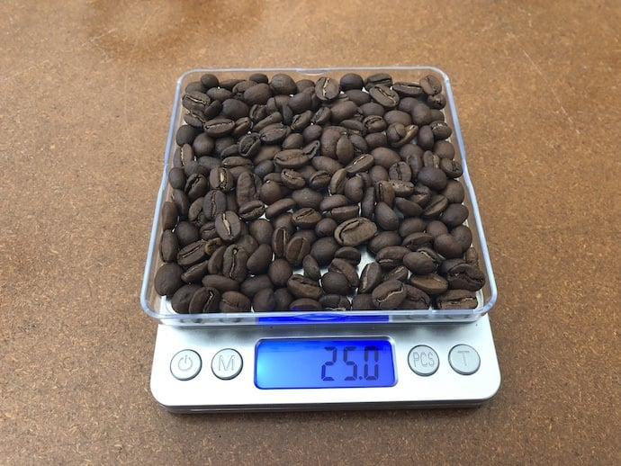 measuring coffee for v60 brewing