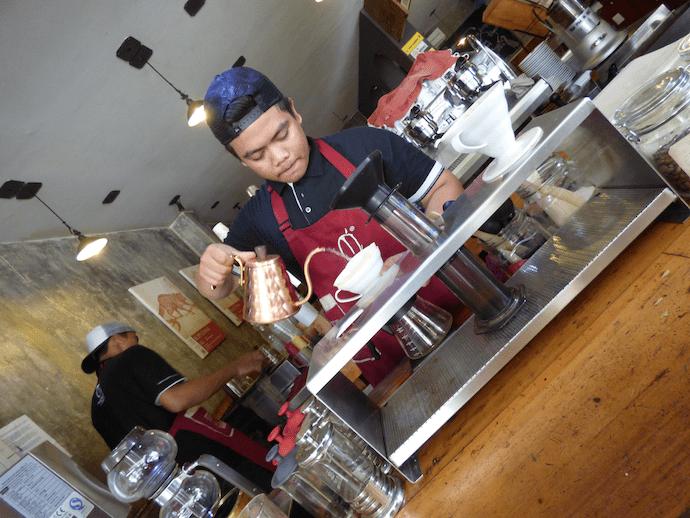 barista pouring at anomoli