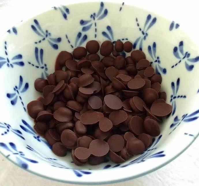 final product - chocolate covered coffee beans after putting them inside the fridge