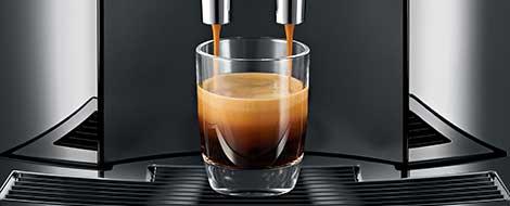 Brewiing Coffee Jura E8