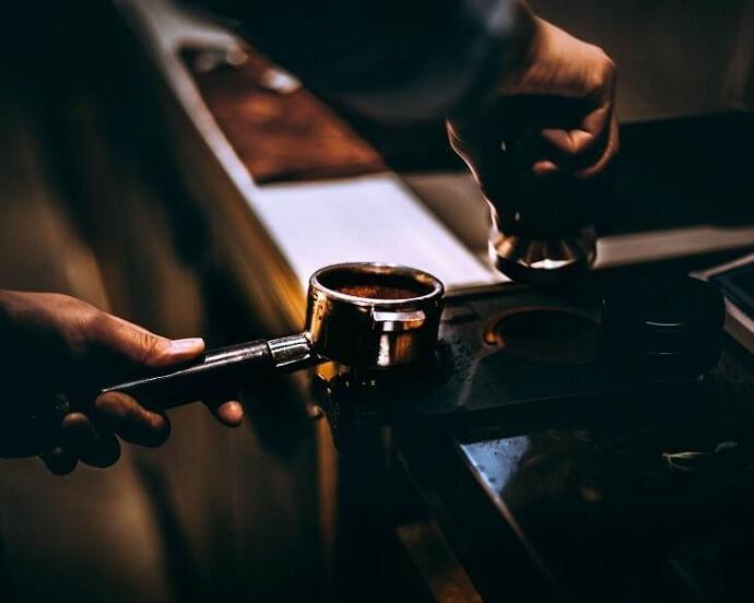 using an tamper like the rattleware espresso tamper
