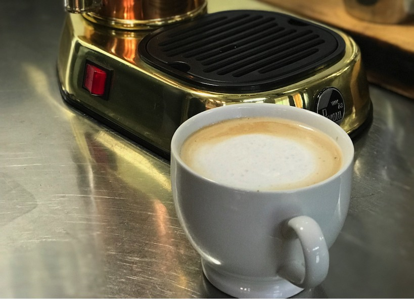 latte made with la pavoni