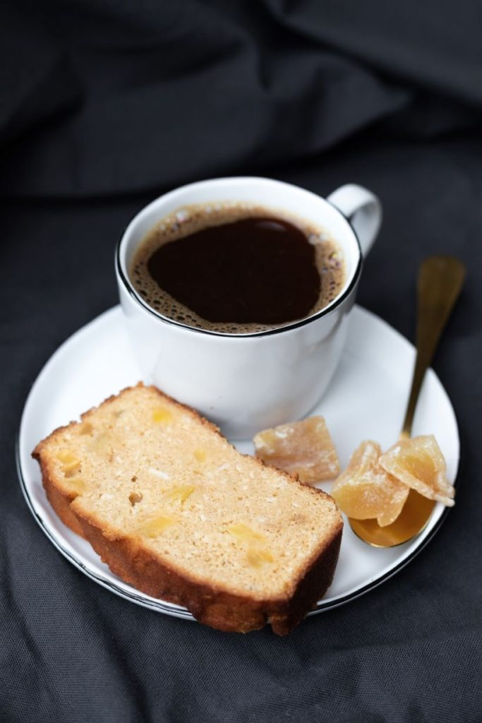 Black Coffee Cup with Ginger and Bread