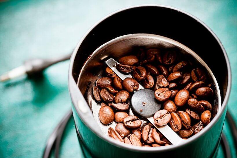 Grinder wit coffeee beans
